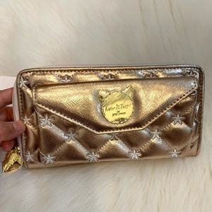 NWT Luv Betsey gold star kitty zip around wallet